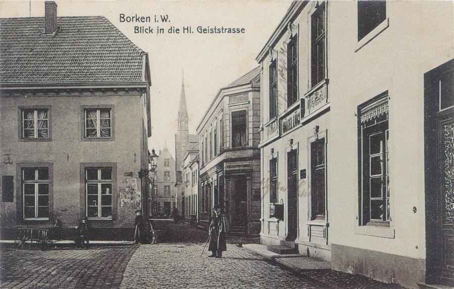 Blick in die Hl.-Geist-Str. Links das Haus Sonntag (Hollstegge), rechts das Hotel Lück, dazwischen die Grünstraße, heute Johann-Walling-Straße
